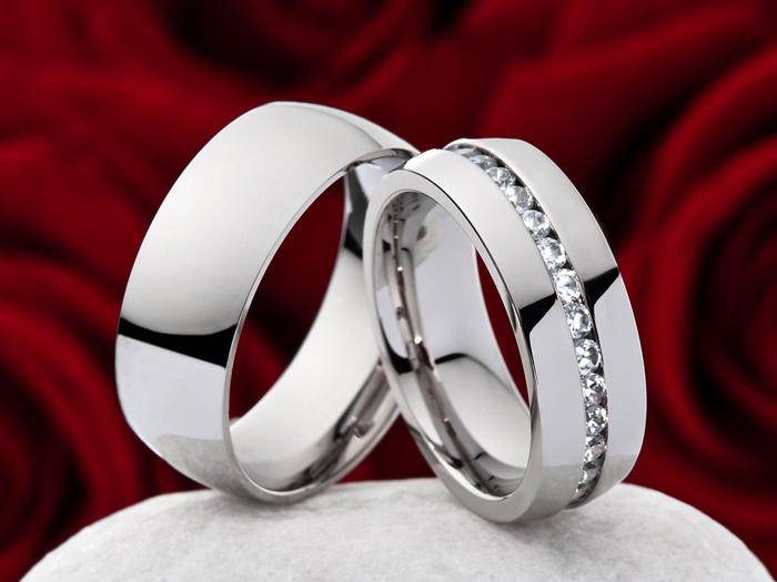 / Les anneaux de fiançailles en acier inoxydable de qualité de ...